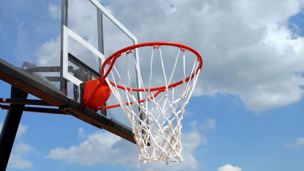cesta de basquete ao ar livre