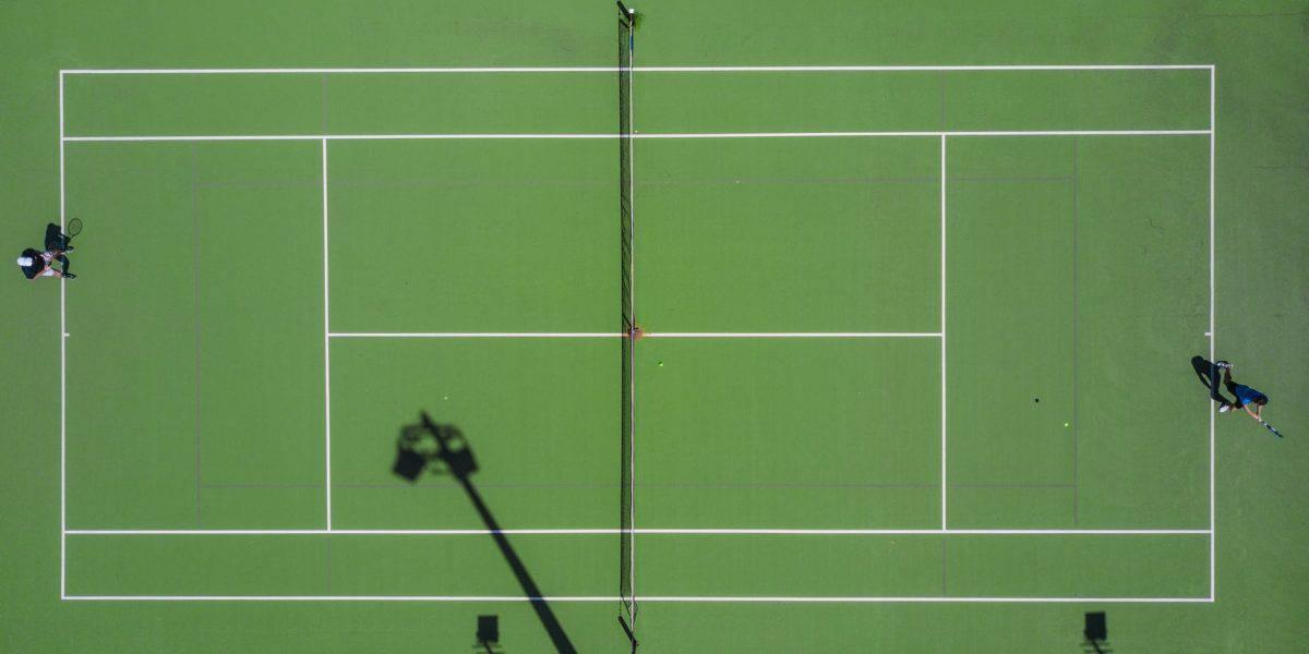 A quadra é determinante na escolha da bola de tênis.