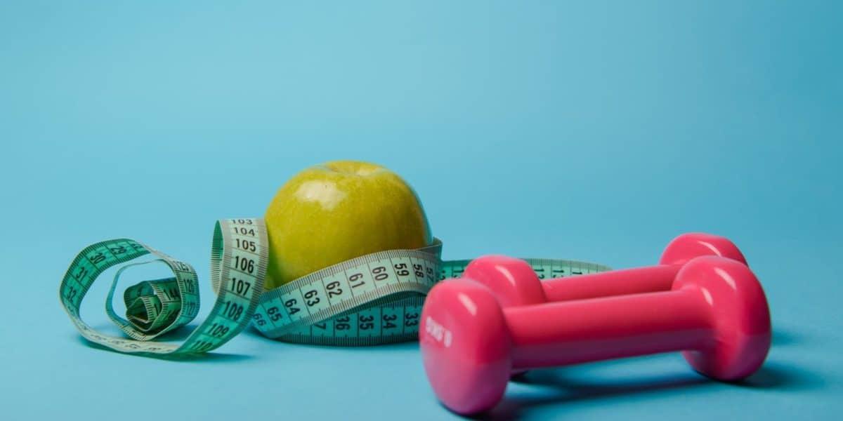 Ter uma balança digital por perto e manter uma rotina ativa é a melhor forma de controlar o peso.